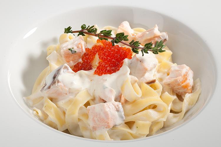 Фетучини с лососем в сливочном соусе - рецепт приготовления итальянского блюда