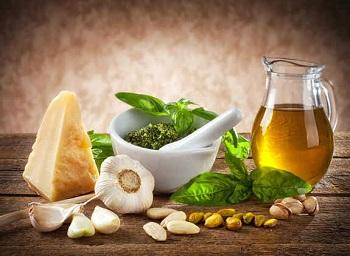 Из чего готовят соус песто - знаменитый зеленый соус Италии