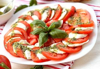Капрезе с соусом песто - подробный рецепт приготовления итальянского блюда