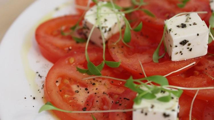 Карпаччо из помидоров с сыром - рецепт приготовления блюда в домашних условиях
