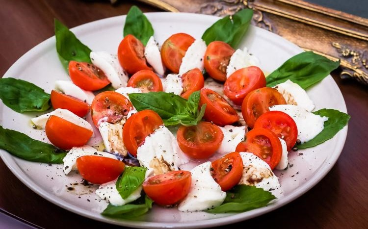 Классический рецепт капрезе - готовим по итальянским традициям