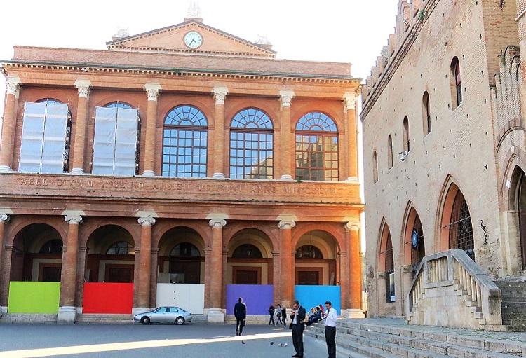 Палаццо дель Аренго на площади Кавур в Римини