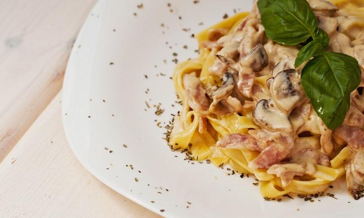 Рецепт приготовления фетучини с грибами и ветчиной в сливочном соусе - несколько советов