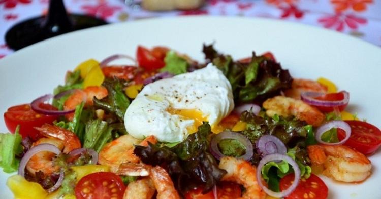 Салат с креветками и итальянскими травами - пошаговый рецепт