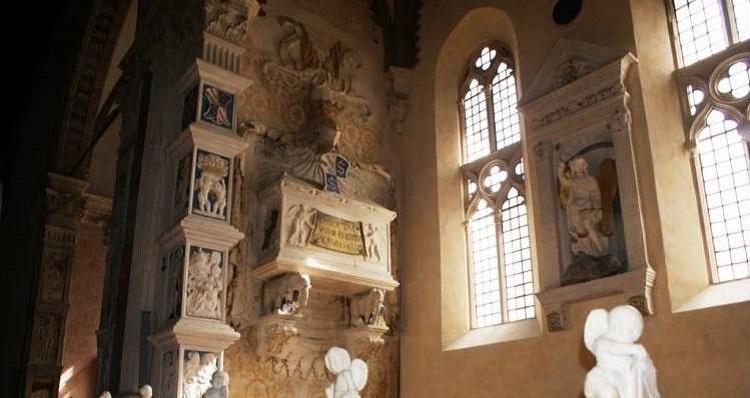 Тempio malatestiano в Римини - знаменитый кафедральный собор