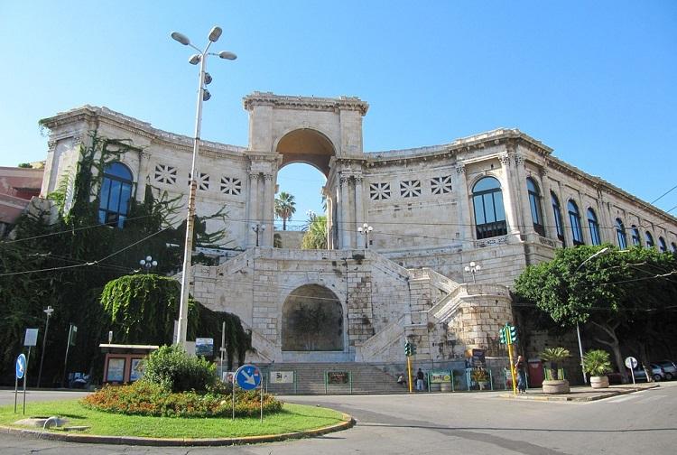 Бастион Сан-Реми - главная достопримечательность города Кальяри