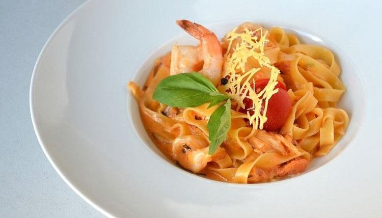 Фетучини с креветками в томатном соусе - рецепт приготовления