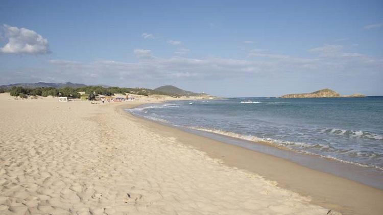 Лучшие пляжи города Кальяри - обзор мест для отдыха