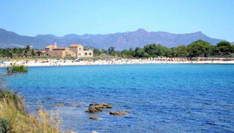 Нора - описание популярного пляжа в городе Кальяри