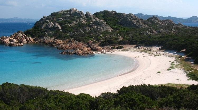 Остров Санта-Мария на Архипелаге Маддалена в Сардинии