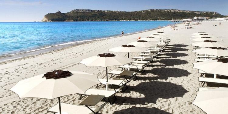 Поэтто - самый посещаемый пляж города Кальяри на Сардинии