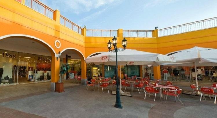 Аутлеты в Кальяри - аутлет Sardinia Outlet Village - популярный во всем мире