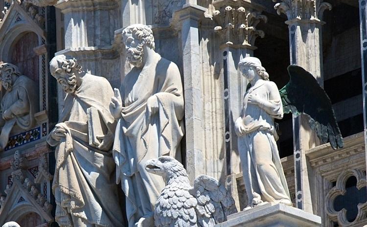 В каком стиле построен знаменитый Сиенский Собор в Италии