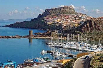 Город Кастельсальдо на Сардинии