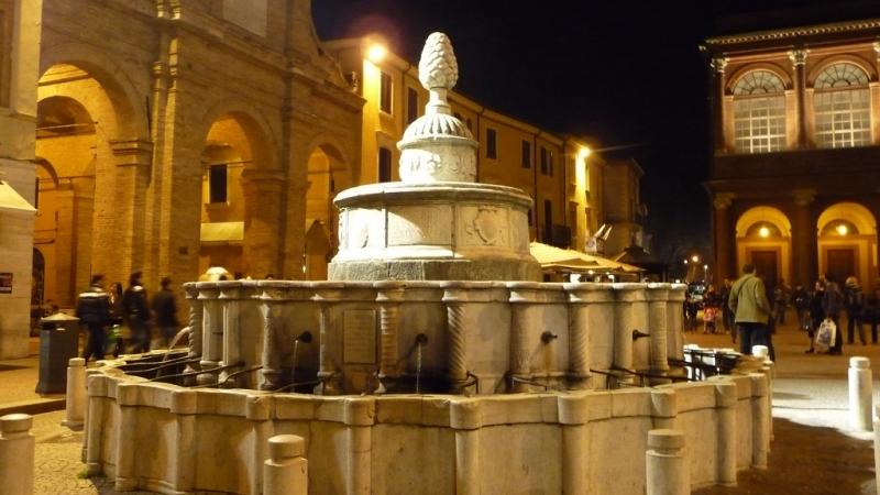 Фонтан на площади Кавур
