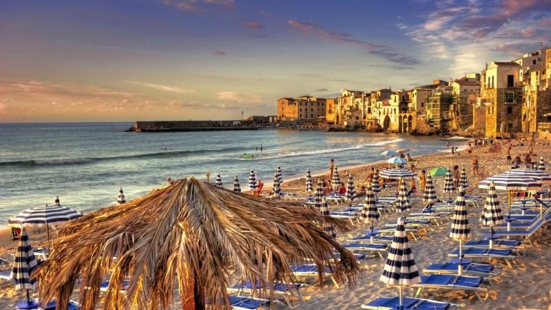 Пляж Чефалу на закате
