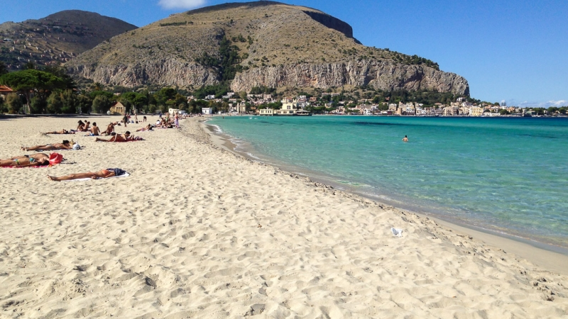 Пляж Монделло в Сицилии