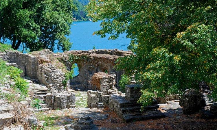 Археологические памятники на острове Комачино