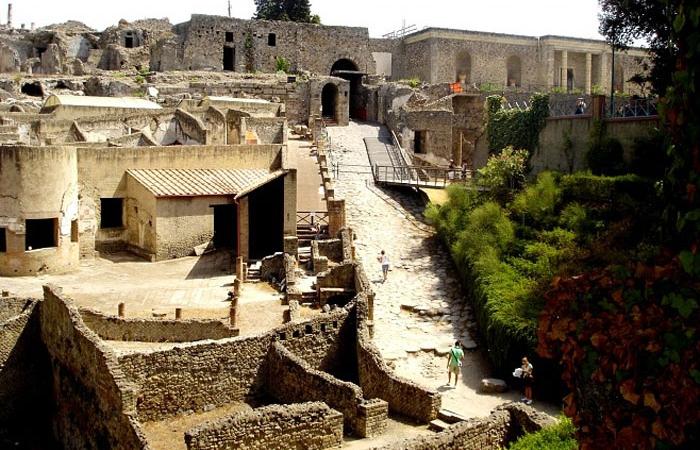 Когда-то жилые дома, ныне достопримечательность Помпеи
