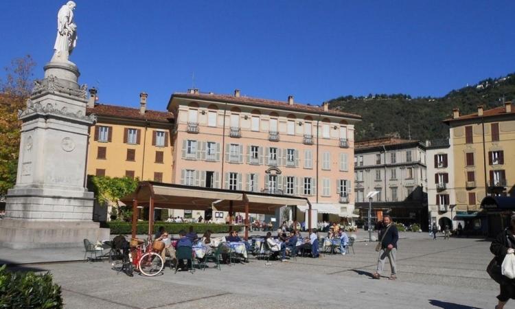 Площадь Кавур в итальянском городе Комо