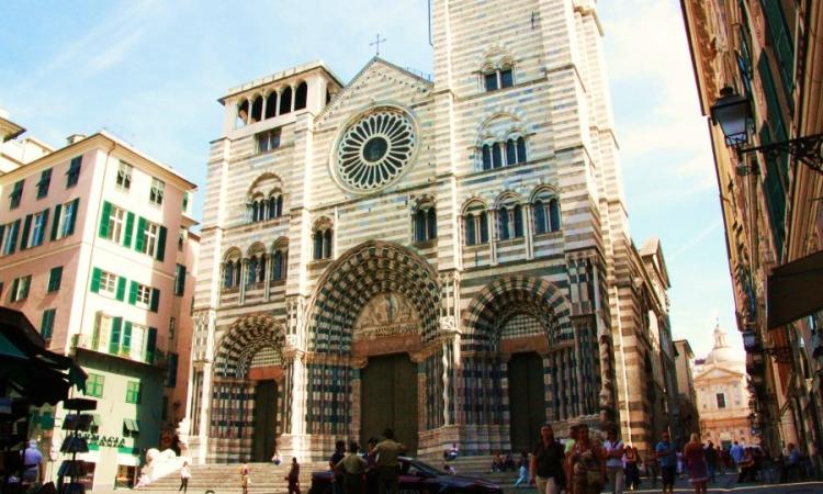 Собор Сан-Лоренцо, где хранится Святой Грааль