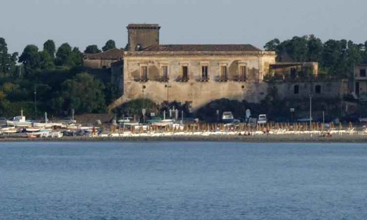 Замок Кастелло Скизо в Джардини Наксос