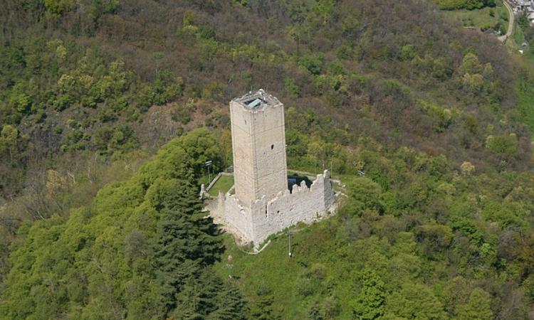 Замок-крепость в Комо под названием Бараделло