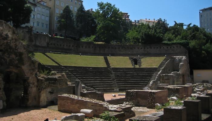 Древнеримский амфитеатр в центральной части Триеста