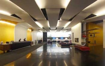 Холл отеля при аэропорте Мальпенса Sheraton Milan-Malpensa