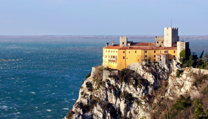 Замок Дуино на побережье Триеста