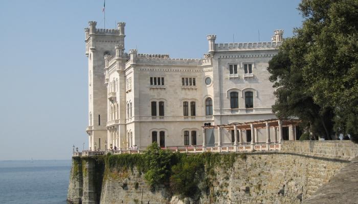 Замок Мирамаре - один из самых старых в Триесте