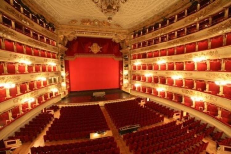 Сцена и зрительный зал театра Ла Скала