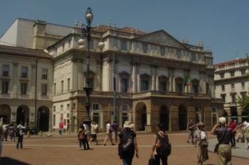 Здание оперного театра Ла Скала
