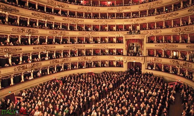 Зрительный зал в Ла Скала вмещает до 2015 человек