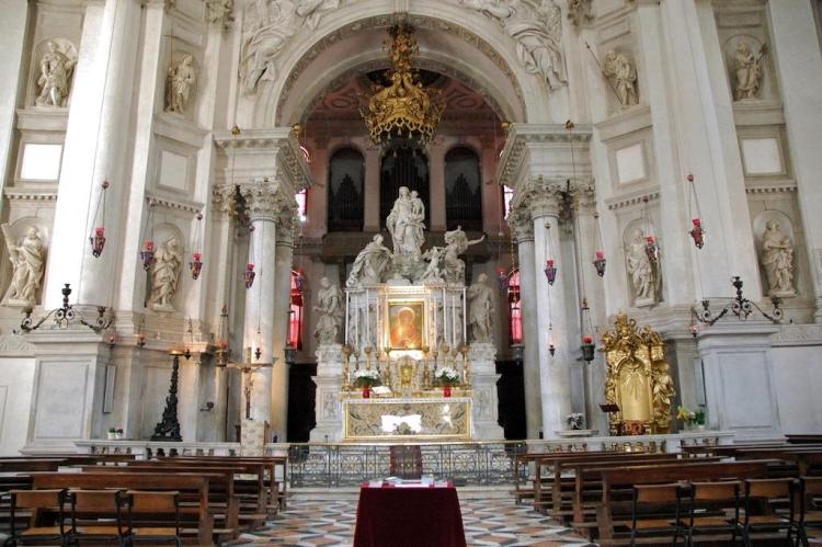 Внутреннее убранство церкви Санта-Мария-делла-Салюте