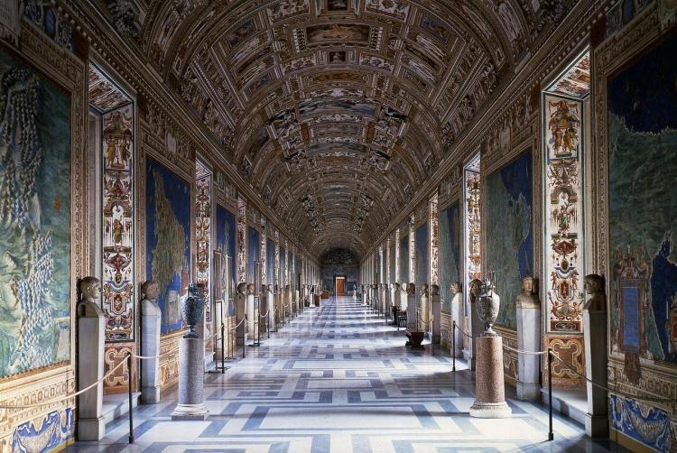 Галерея карта в комплексе музеев Ватикана