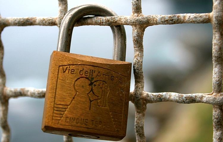 Замок на заборе Тропы Любви в Чинкве Терре