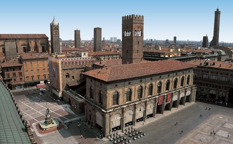 История строительства знаменитого дворца Палаццо Подеста в Италии