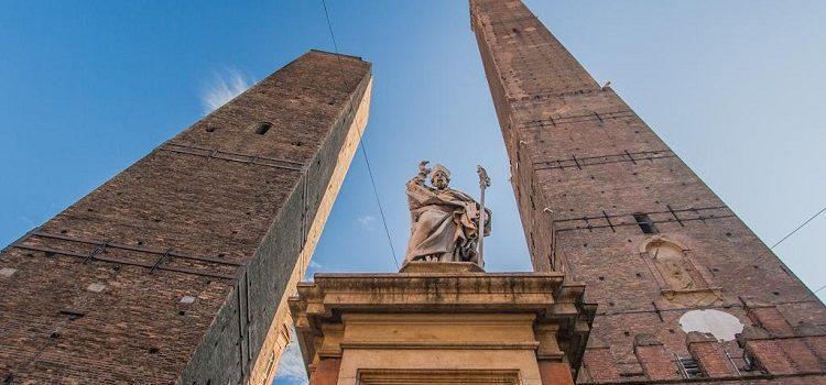 Падающие башни в Болонье - известные достопримечательности Италии
