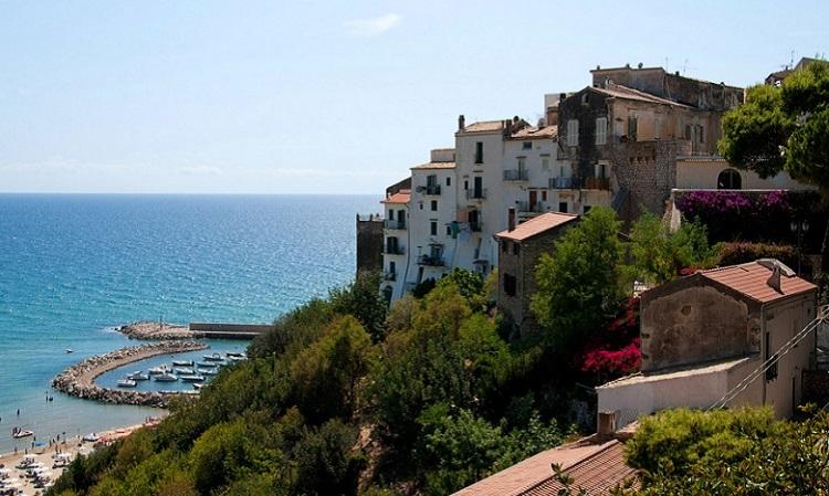 Город Сперлонга - жемчужина Тирренского моря в Италии