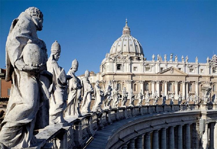 Собор Святого Петра в Риме - знаменитая величественная колоннада
