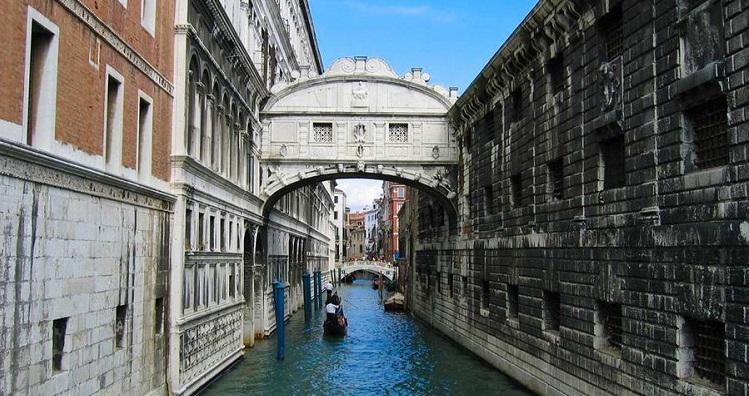 Как выглядит мост вздохов в Венеции - описание с фото