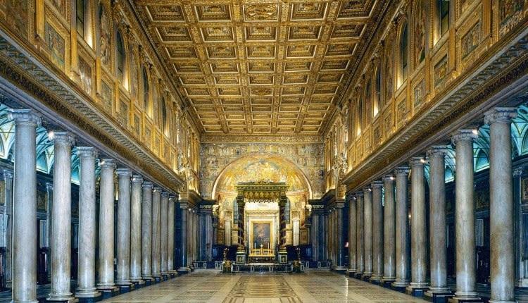 Мозаики на стенах в церкви Рима - Санта-Мария-маджоре