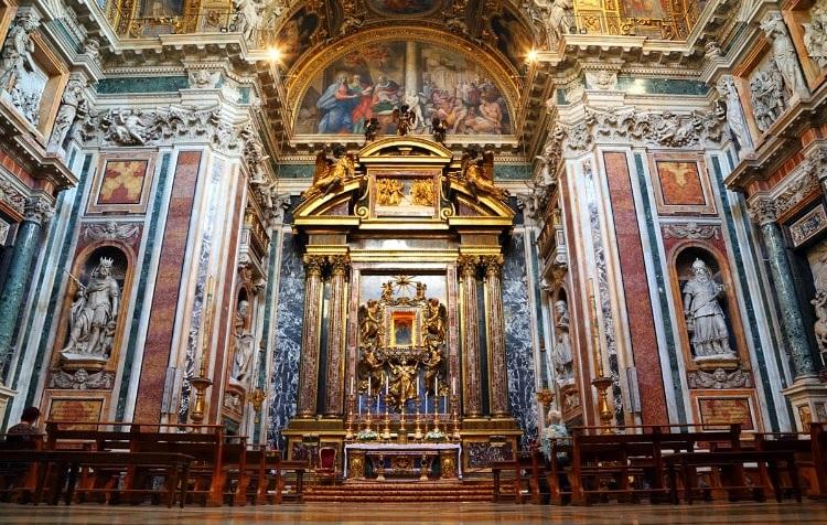 Собор Санта-Мария-Маджоре в Риме - алтарь и мозаики в церкви