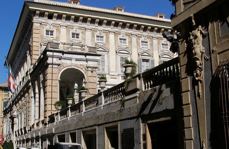 Палаццо Дориа-Турси - один из величественных строений на Виа Гарибальди