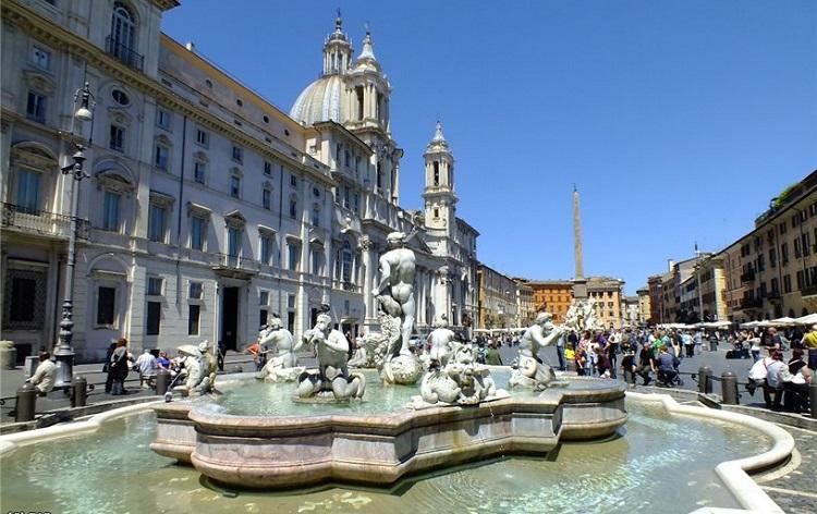 Площадь Пьяцца Навона в Риме и описание ее архитектурных сооружений