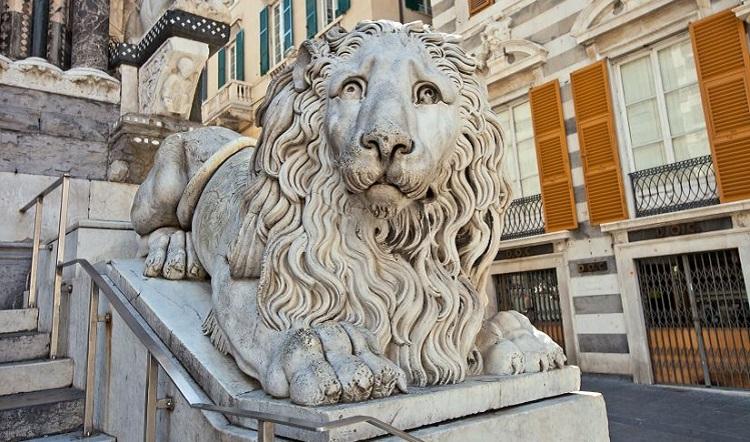 Архитектурный стиль какфедрального собора Сан Лоренцо в Генуе