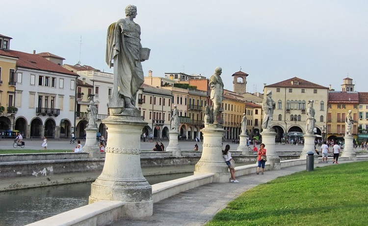 Прато делла Валле - какие статуи можно увидеть на знаменитой площади