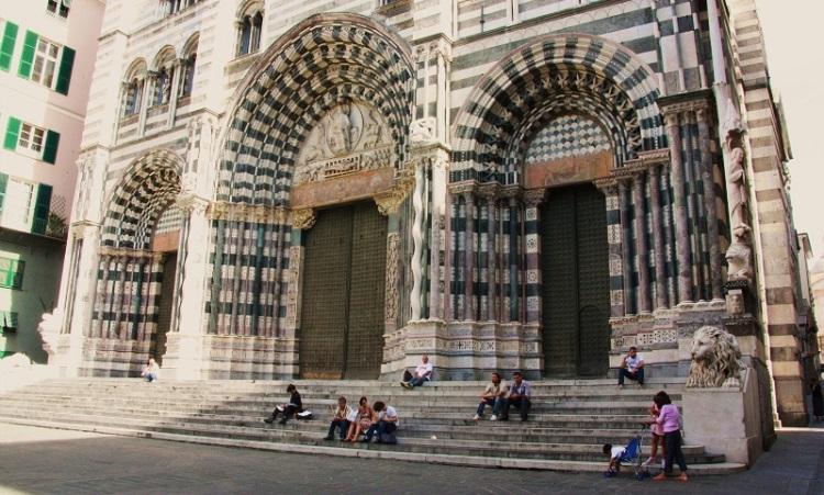 Величественный собор Сан Лоренцо в Генуе и его описание