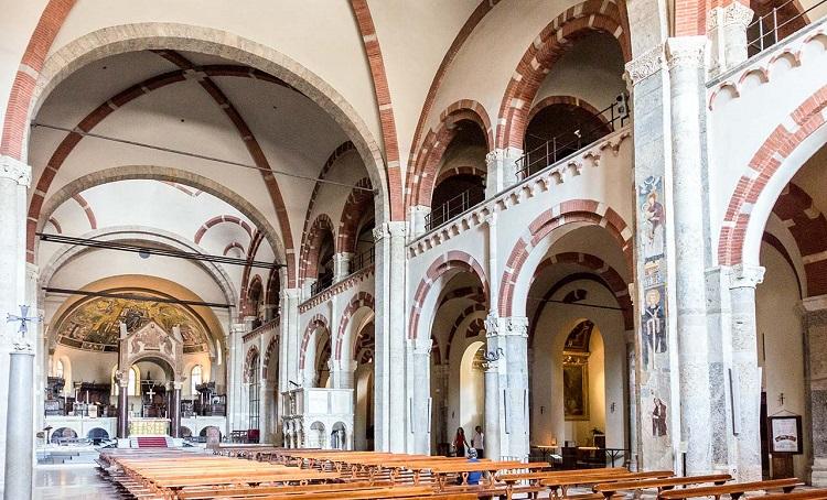 Внутри базилики Святого Амвросия и описание достопримечательности